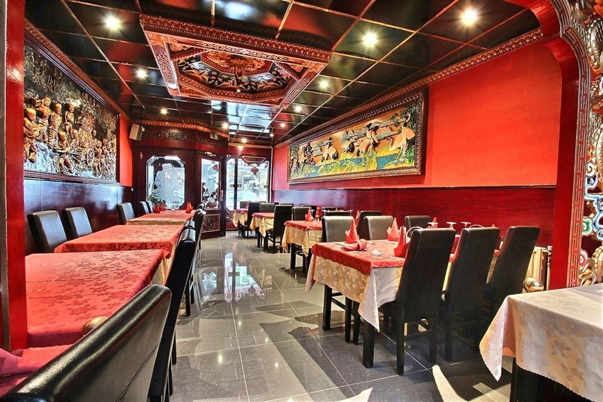 Restaurant  de +/- 120 m² , dans une rue principale menant centre de Mouscron. restaurant (+/- 50 couverts) avec cuisine, petit  atelier, 2 chambres et le grenier aménageable. 056/ 556 000 Extérieur: Beau jardin
