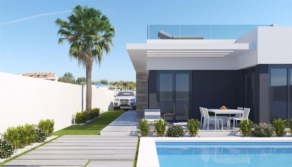 Nouveau projet de villas neuves MAUI, tout confort et proche de toutes facilités et des plages espagnoles. Ces villas sont composées :  de 2 chambres, 2 salles de bain/douche, cuisine américaine, salon, salle à manger, dressing intégré, pré-installation alarme, et possibilité de piscine privée de 8 m sur 4 m.  Prix à partir de 159.900 € (soumis au régime de la TVA). 056/554.000
