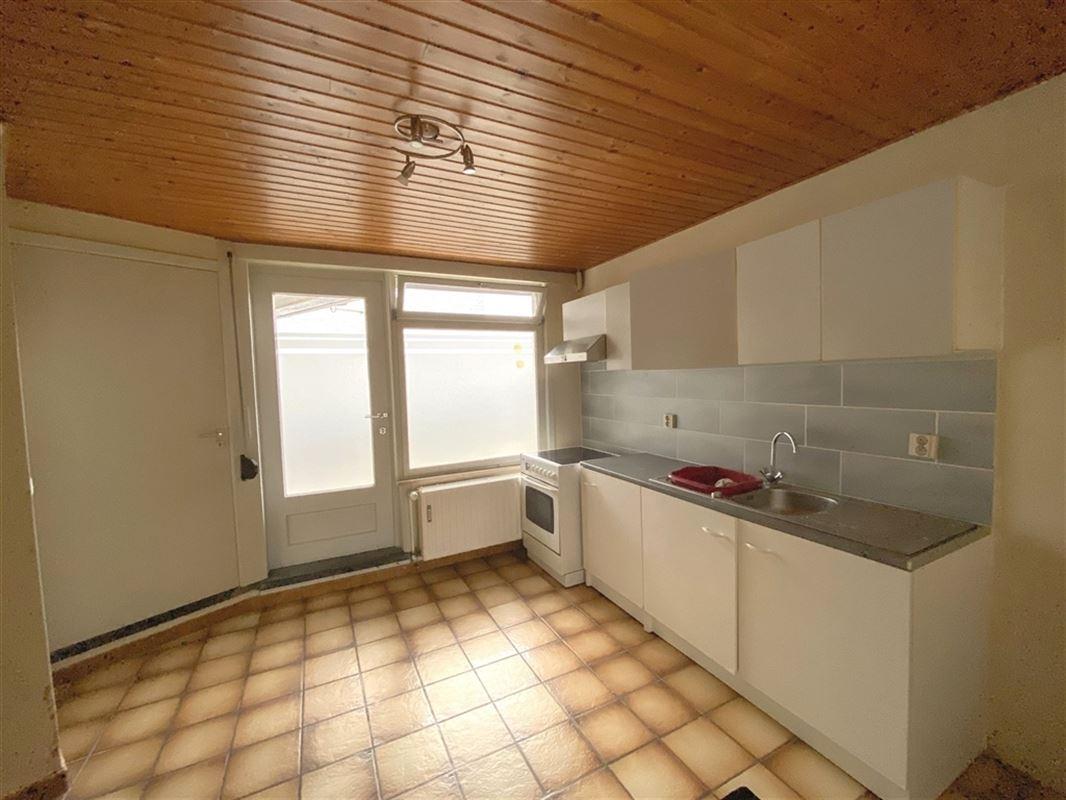 Appartement résidentiel situé au rez de chaussée avec garage, composé d'un hall d'entrée, grand living avec cuisine ouverte, WC avec lave mains, salle de bain, une belle chambre et d'un débarras extérieur. 0479/52.46.85