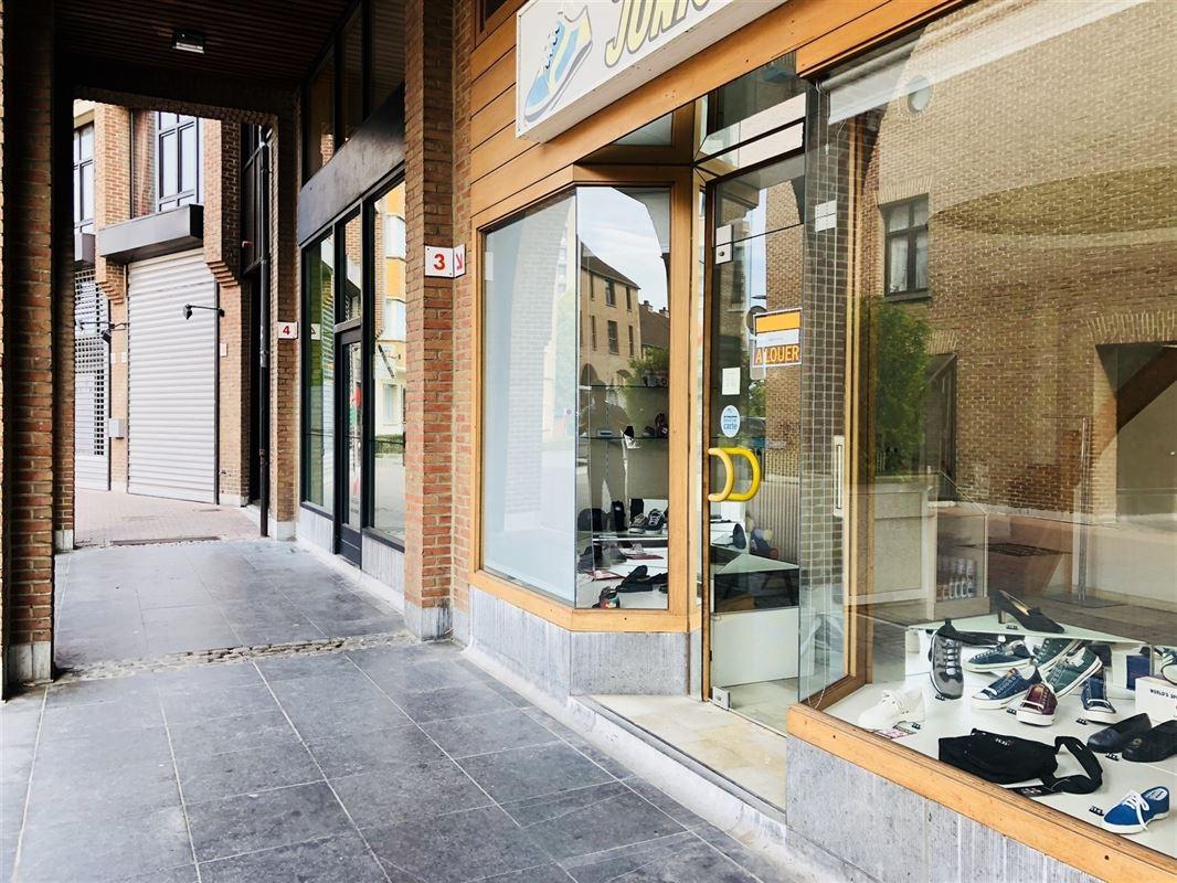 <br />Fonds de commerce d'une très belle boutique de chaussures pour bébé et [..]