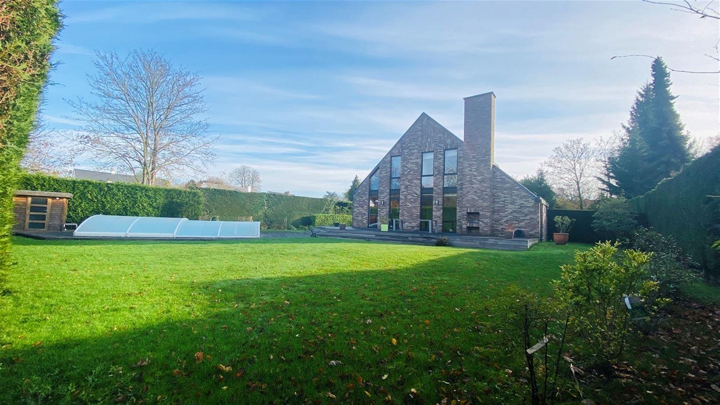 <br />Élégante villa contemporaine extrêmement bien située à [..]