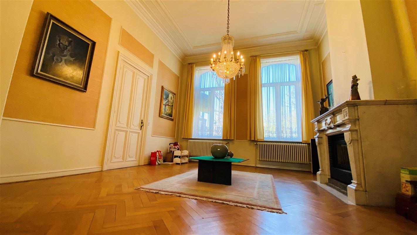 <br />Superbe maison bourgeoise aux volumes impressionnants située en plein [..]