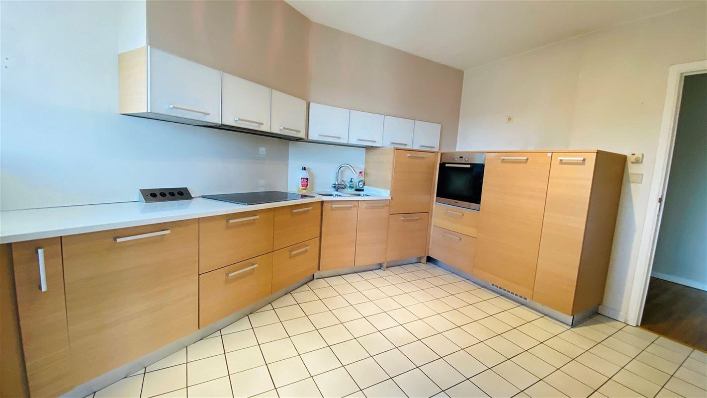 <br />Superbe appartement 2 chambres situé au dernier étage de la célèbre [..]