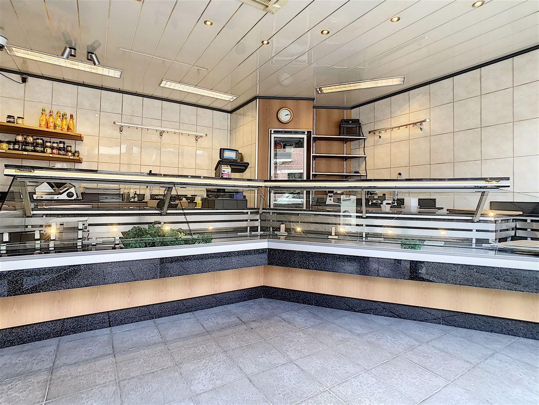 Boucherie avec maison d'habitation en parfait état.<br />Au rez-de-chaussée vous [..]