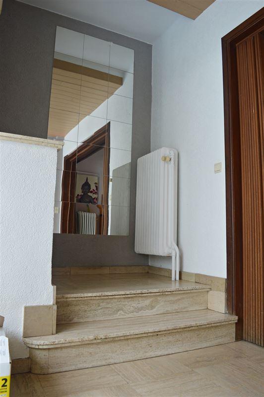 <br />Maison individuelle située Chaussée de Bruxelles.<br />Living avec salon et [..]