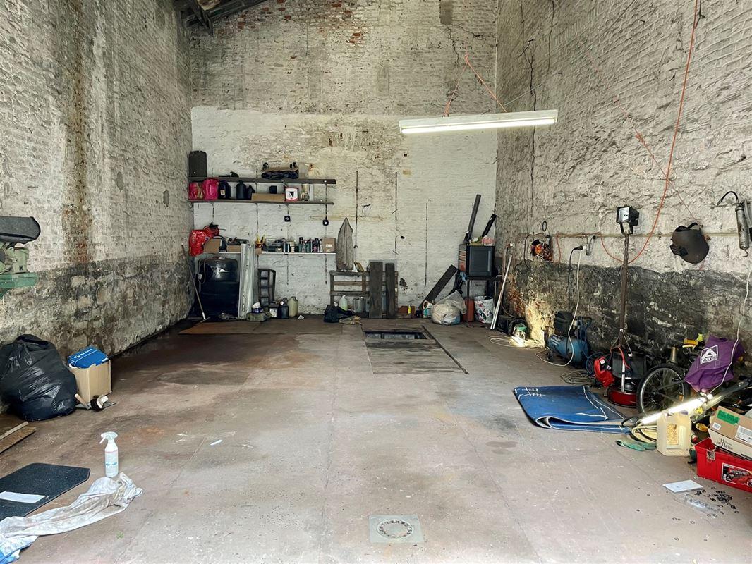 <br />FAIRE OFFRE A PARTIR DE 30 000€<br />Grand garage idéalement situé en [..]