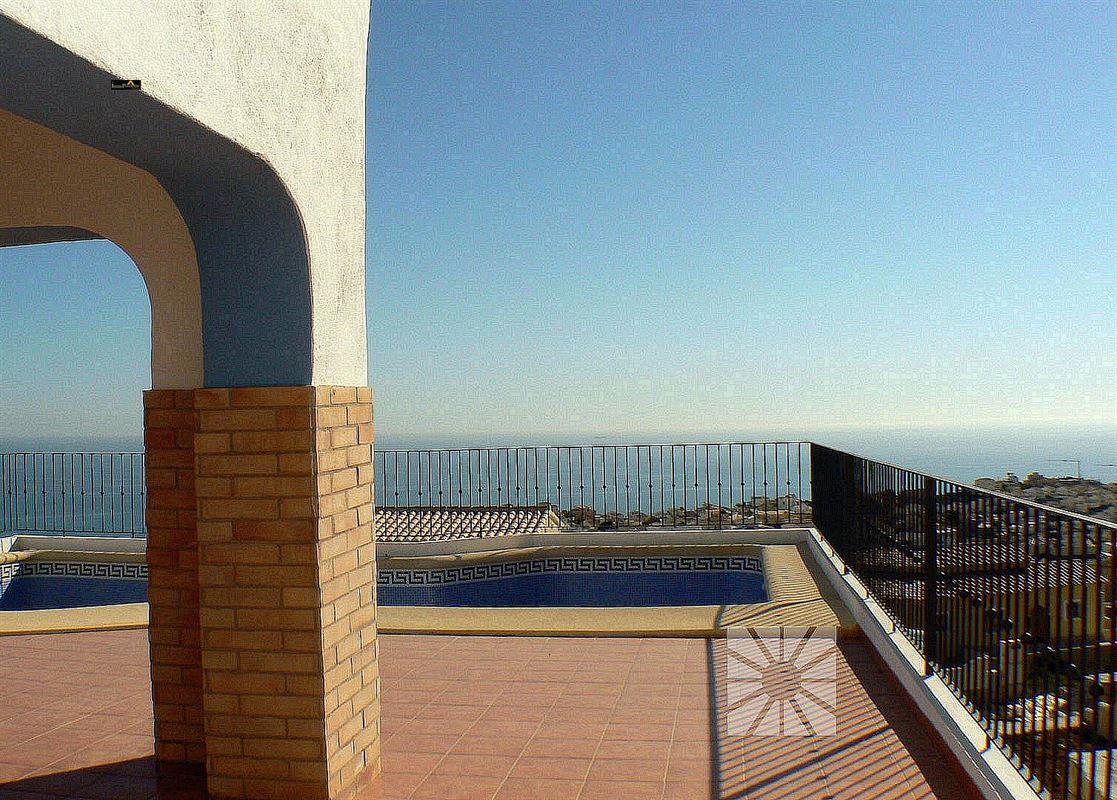 Villa te koop te CUMBRE DEL SOL (03726)