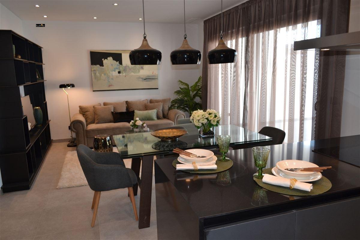 Appartement te koop te VILLAMARTIN ORIHUELA COSTA.  ()