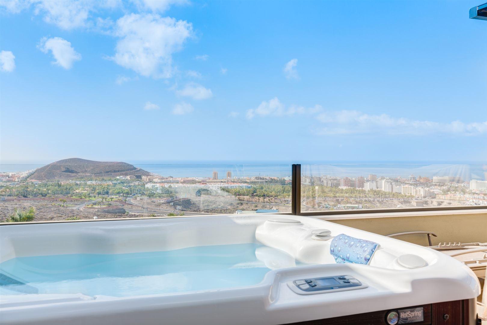 Foto 2 : Appartement te  TENERIFE (Spanje) - Prijs € 645.000