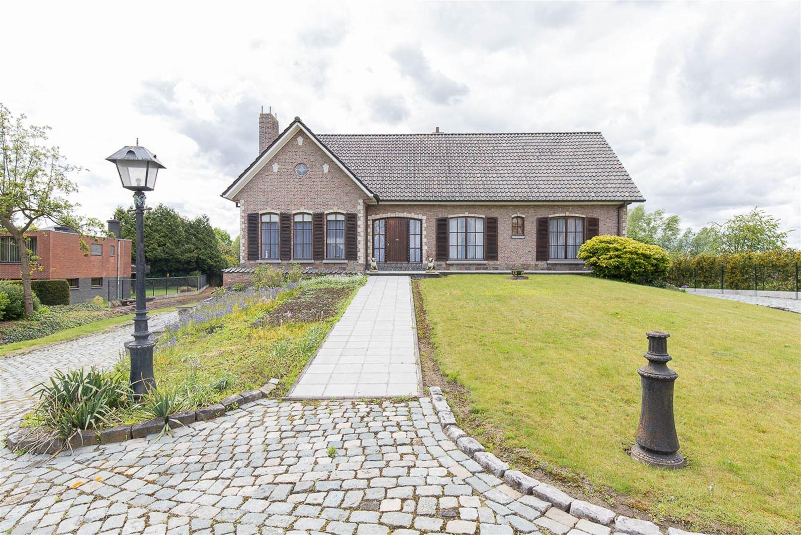 Foto 1 : Villa te 9200 OUDEGEM (België) - Prijs € 569.000