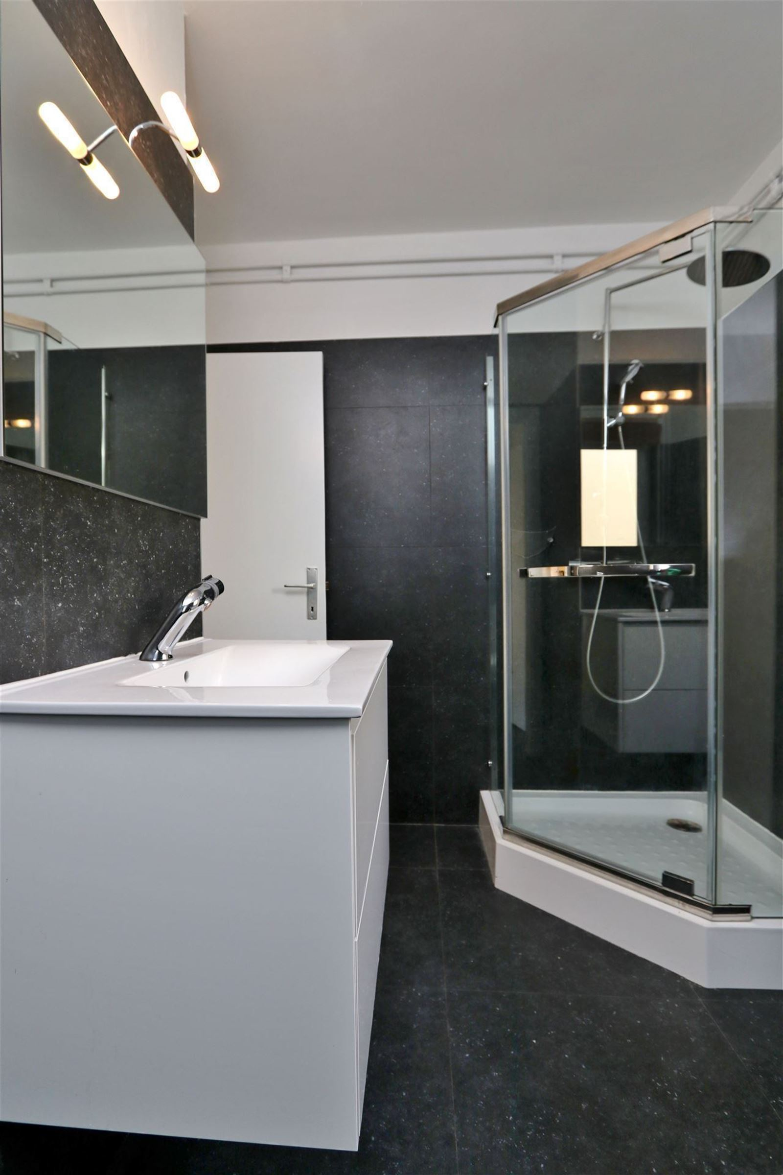 FOTO'S 9 : Appartement te 1601 RUISBROEK (België) - Prijs € 630