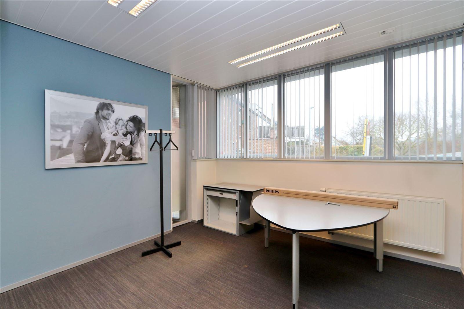 FOTO'S 7 : Gebouw voor gemengd gebruik te 1653 DWORP (België) - Prijs € 549.000