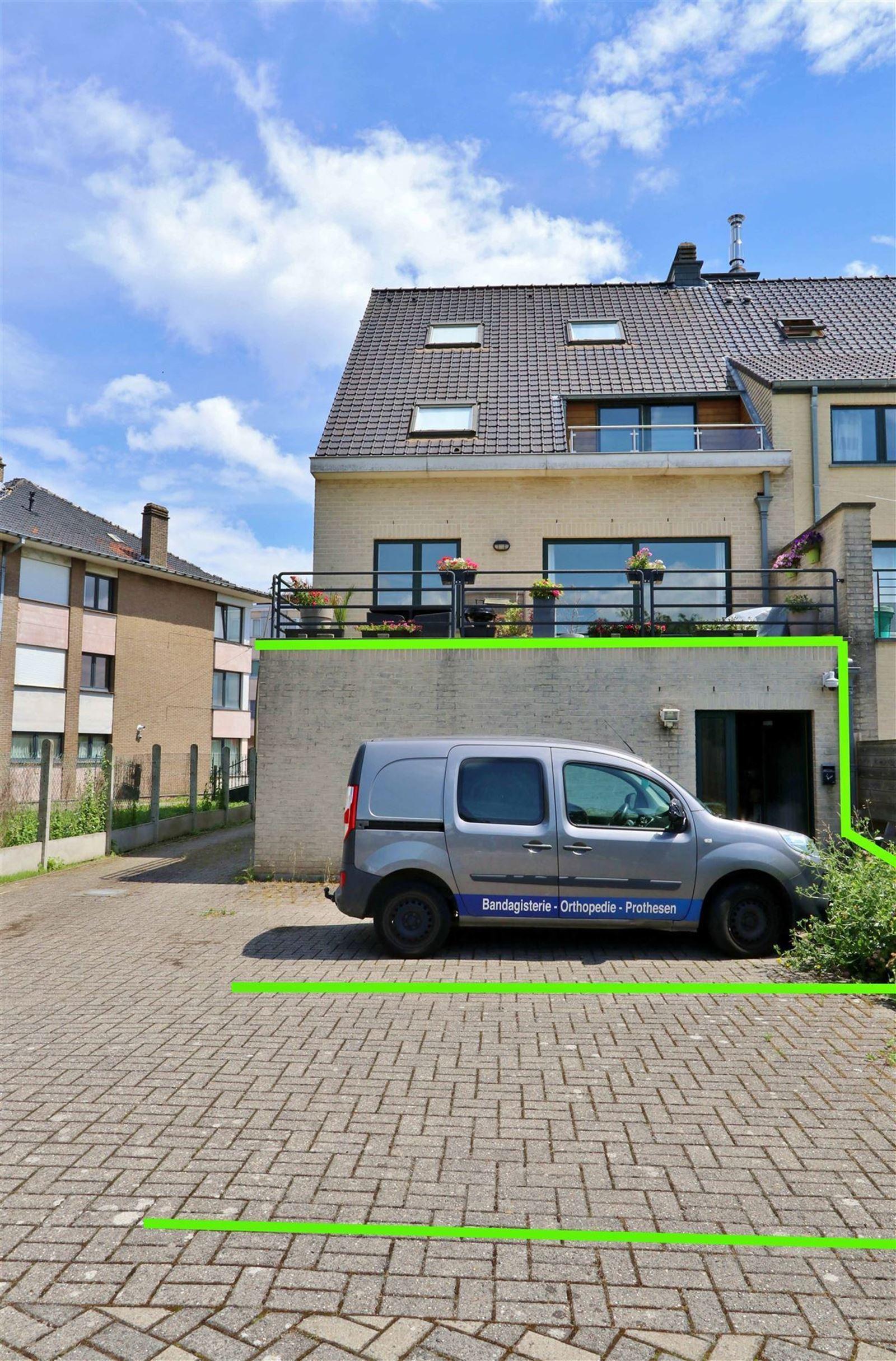 FOTO'S 21 : Bedrijfsgebouw te 1500 HALLE (België) - Prijs € 1.550