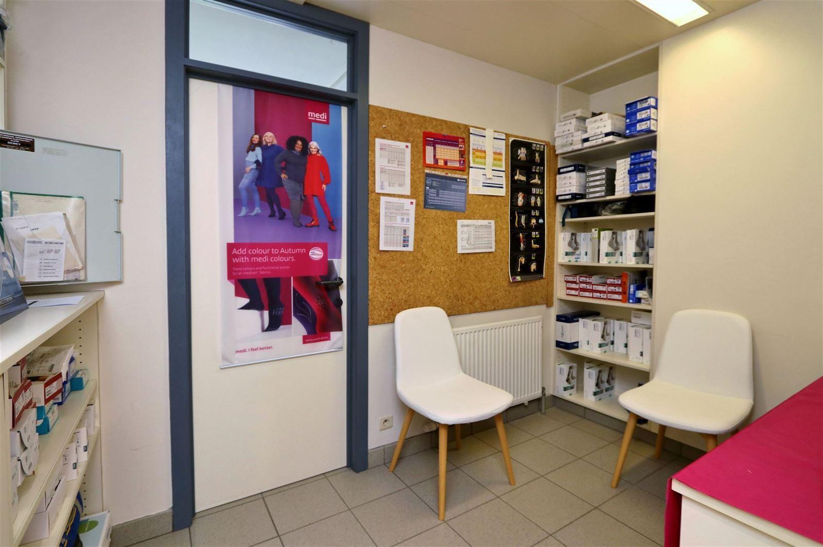 FOTO'S 13 : Bedrijfsgebouw te 1500 HALLE (België) - Prijs € 1.550