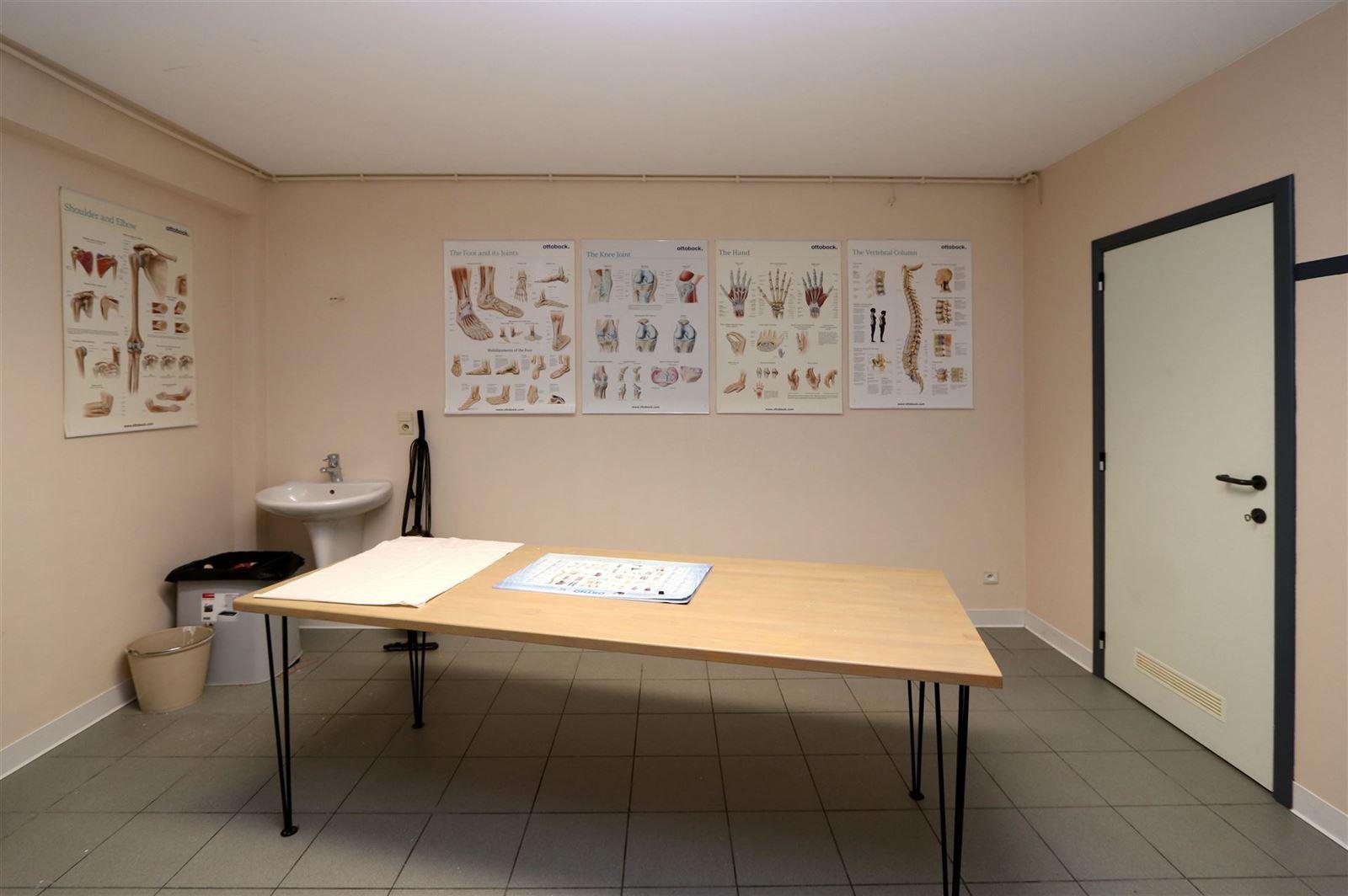 FOTO'S 16 : Bedrijfsgebouw te 1500 HALLE (België) - Prijs € 1.550