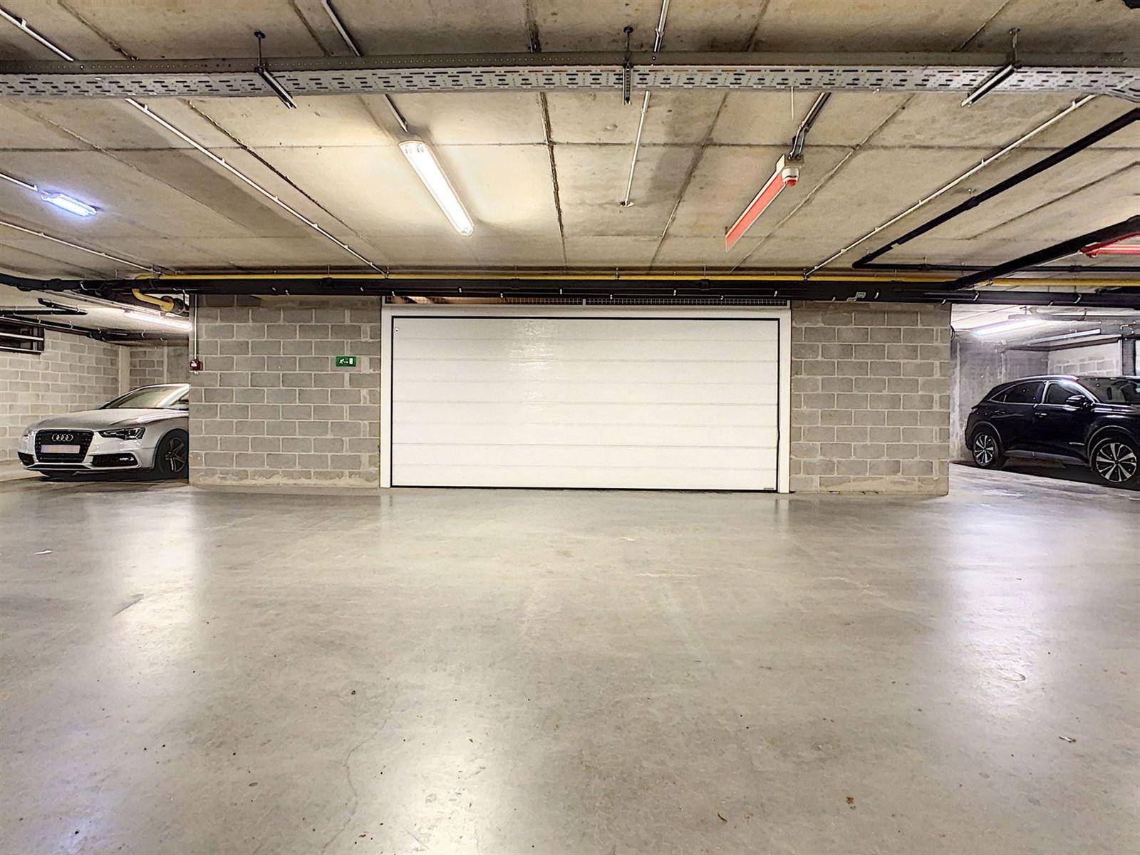FOTO'S 1 : Garages te 1652 ALSEMBERG (België) - Prijs € 50.000