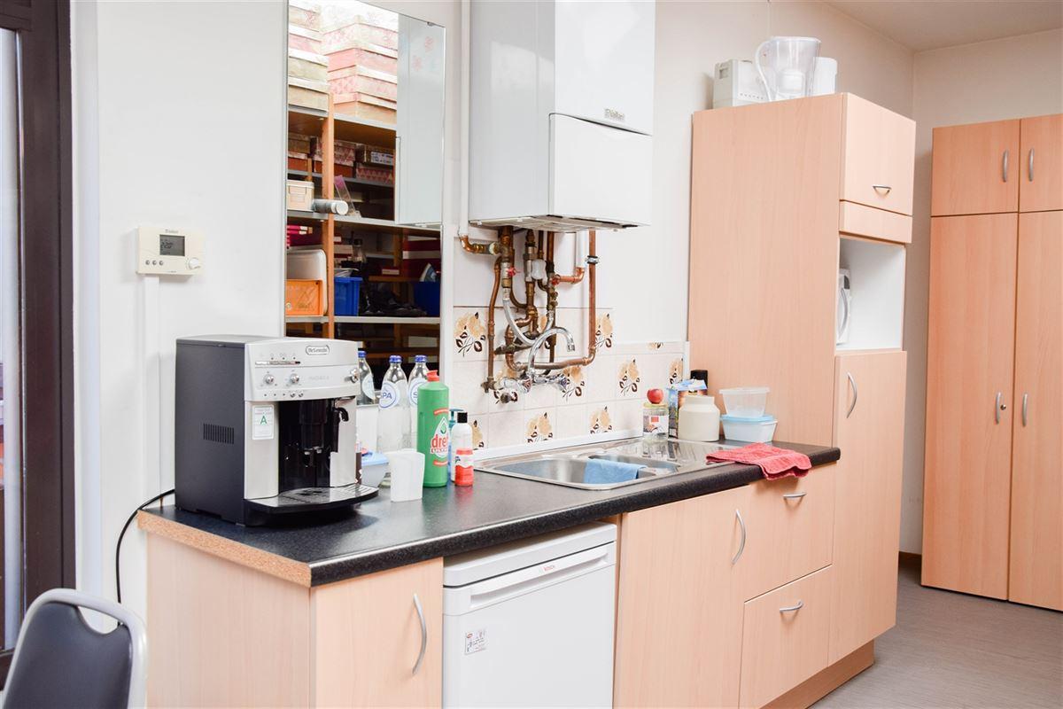 Foto 9 : Winkelruimte te 9100 SINT-NIKLAAS (België) - Prijs 2.500 €/maand