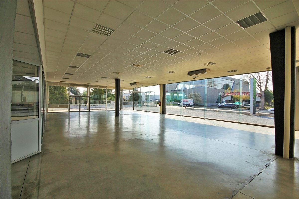 Image 5 : Commerce à 5070 FOSSES-LA-VILLE (Belgique) - Prix 1.650.000 €