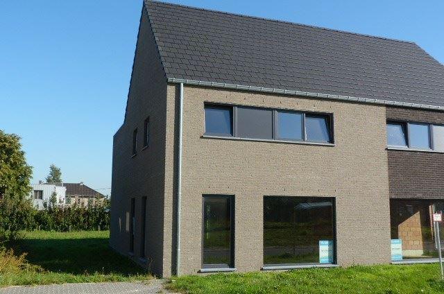 Half-open bebouwing te 3850 NIEUWERKERKEN (België) - Prijs