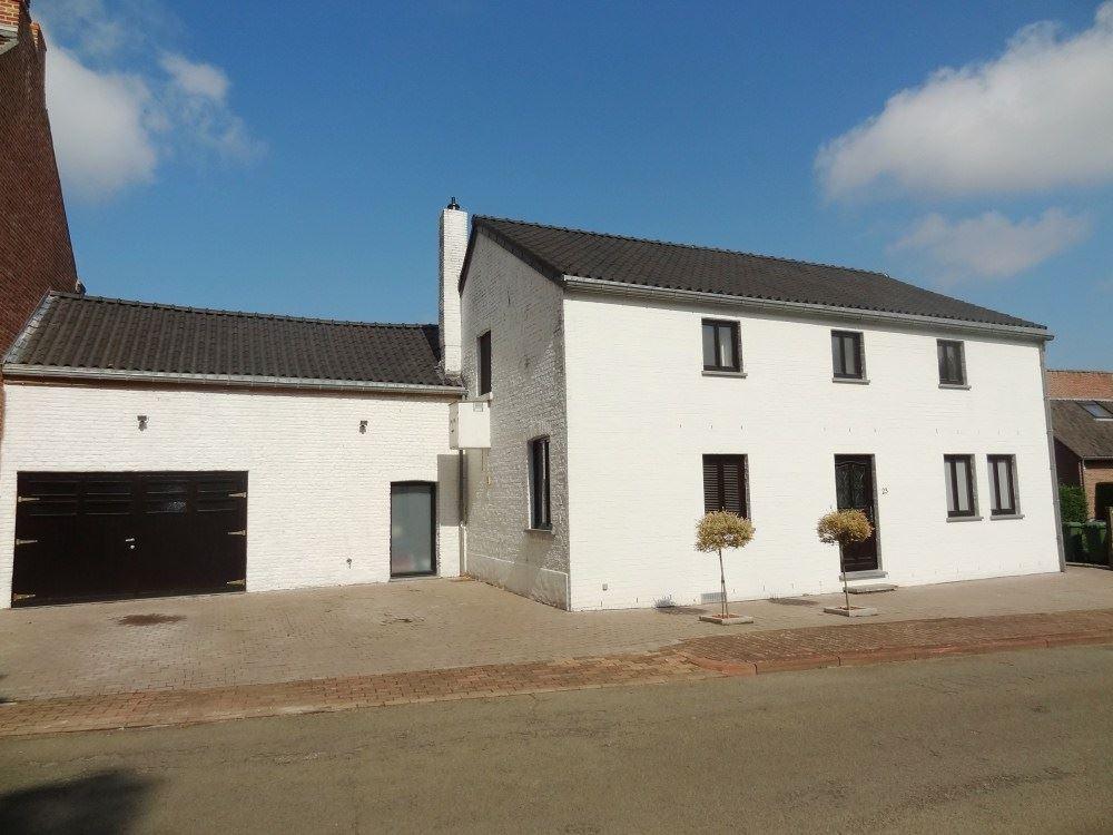 Half-open bebouwing te 3890 MONTENAKEN (België) - Prijs