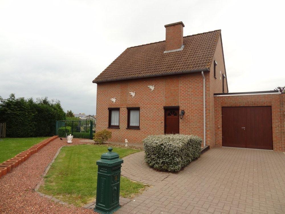 Half-open bebouwing te 3800 ZEPPEREN (België) - Prijs