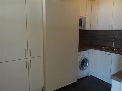 TE HUUR OP JAARBASIS - ongemeubeld - 3 slaapkamers - ruim woonappartement met zonneterras en terras zeezicht - ingerichte keuken met vaatwas, frigo, v...