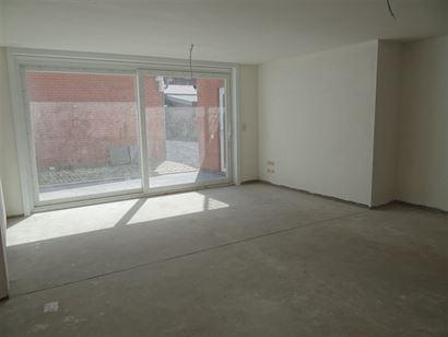 Rés. Zuiderkaai - 0001 - Rez-de-chaussée commerciale avec garage le long le quai à Nieuport Ville - Hall d'entrée avec débarras où salle de bain...