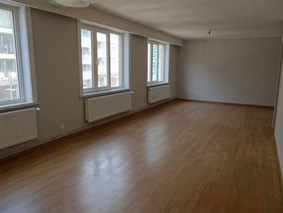 A LOUER A L'ANNEE - appartement spacieux dans le coeur de Nieuport Bain - grand living - cuisine ouverte équipée - salle de bains équipée avec com...