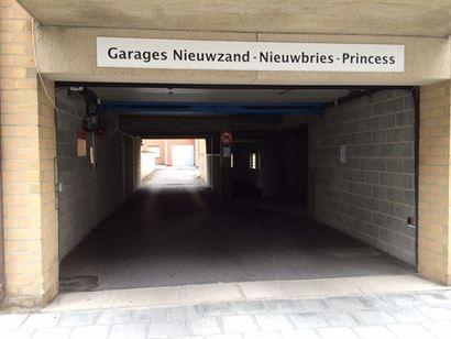 Res. Nieuwzand - Gesloten garage gelegen in de Franslaan te Nieuwoort-Bad op niveau -1 - Afm. 2m54 x 4m90 - Volle eigendom - Centrale ligging - Makkel...