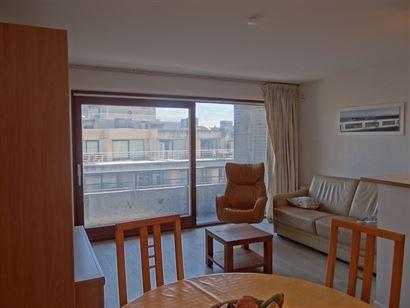 Res. Whitby 0502 - Zonnige en ruime studio met slaaphoek - Zijdelings zicht op de Havengeul van op de vijfde verdieping - Inkom met slaaphoek (voorzie...