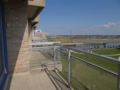 Res. Greenpark III 0803 - Ruim appartement met 2 slaapkamers - Prachtig zich op de Havengeul en het park van op de 8ste verdieping -  Living met open,...