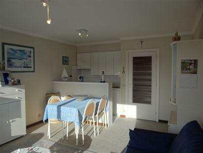 Res. De Warande V 0102 - Zonnige studio met slaaphoek - Gelegen op de eerste verdieping in de Franslaan - Inkom met slaaphoek - Douchekamer met toilet...