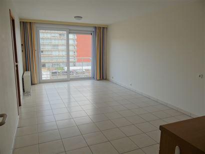 TE HUUR OP JAARBASIS - ongemeubeld appartement met zijdelings zeezicht - ingerichte open keuken - ingerichte badkamer met ligbad - 1  slaapkamer - ber...