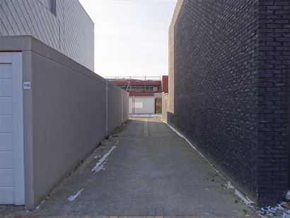 Opbrengsteigendom met vijf woonappartementen en 15 garages - Gelegen in het hartje van Nieuwpoort-Stad - Op wandelafstand van de Markt van Nieuwpoort-...