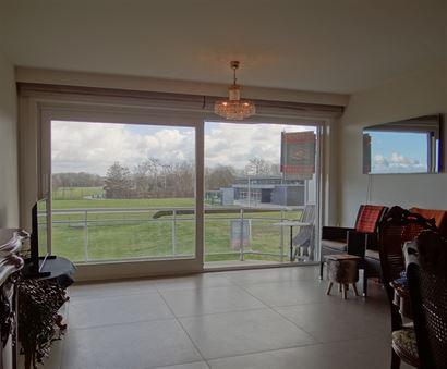 Res. Greenpark I 0103 - Gerenoveerd ruim appartement met twee slaapkamers - Open zicht én zuidgericht terras - Inkom met vestiaire - Licht rijke leef...