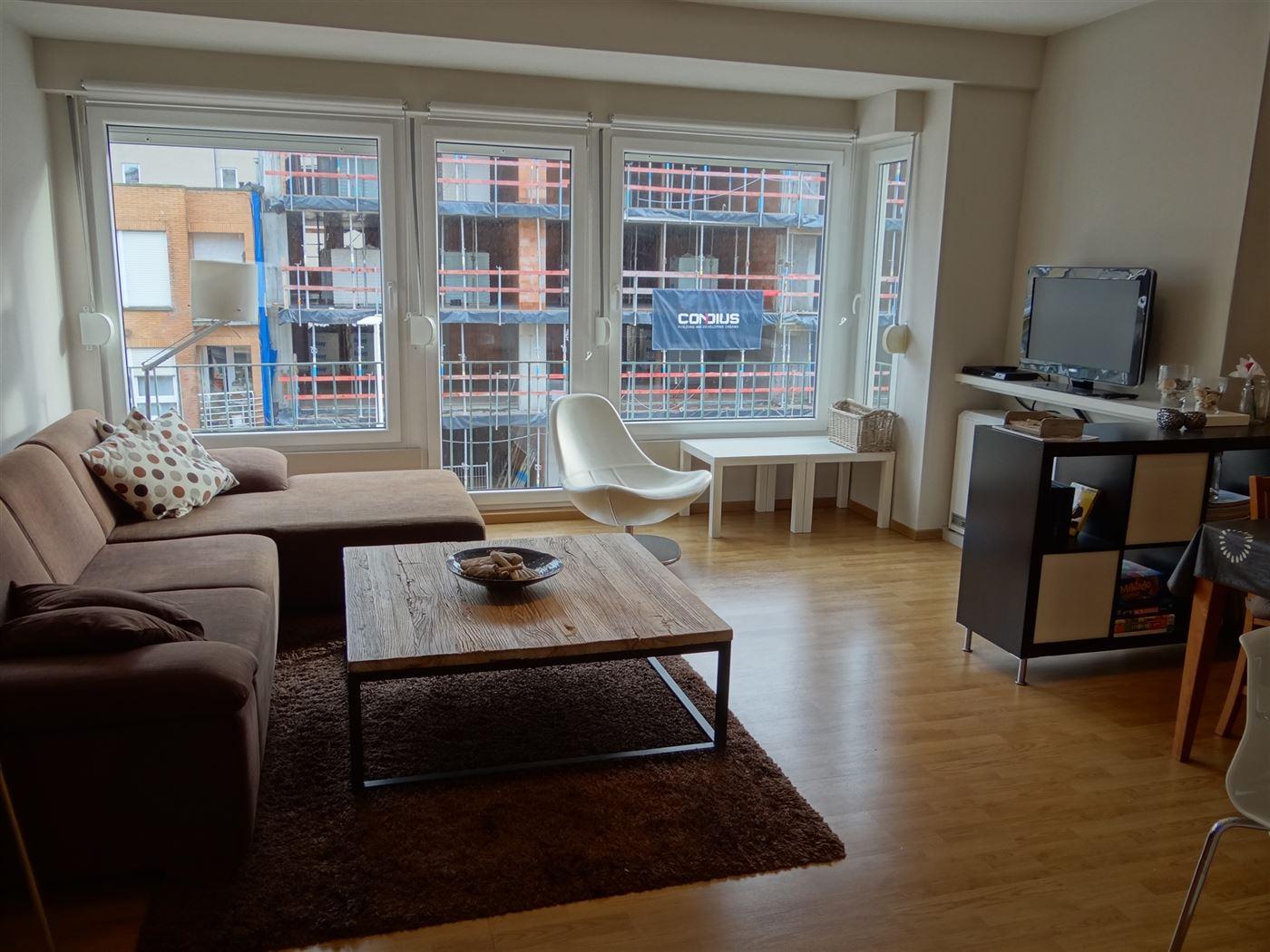 TE HUUR OP JAARBASIS - mooi gerenoveerd appartement - zonnekant - ingerichte keuken - 1 slaapkamer met 1x2 bed - 1 slaapkamer met stapelbed 2x1 - inge...
