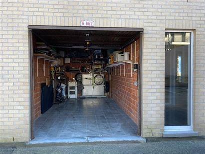 Res. Panorama B - BGG2 - Ruime gesloten garagebox met elektrische kantelpoort - Inrit via de Veurnestraat, gelegen op straatniveau - Afmetingen: 2,90 ...