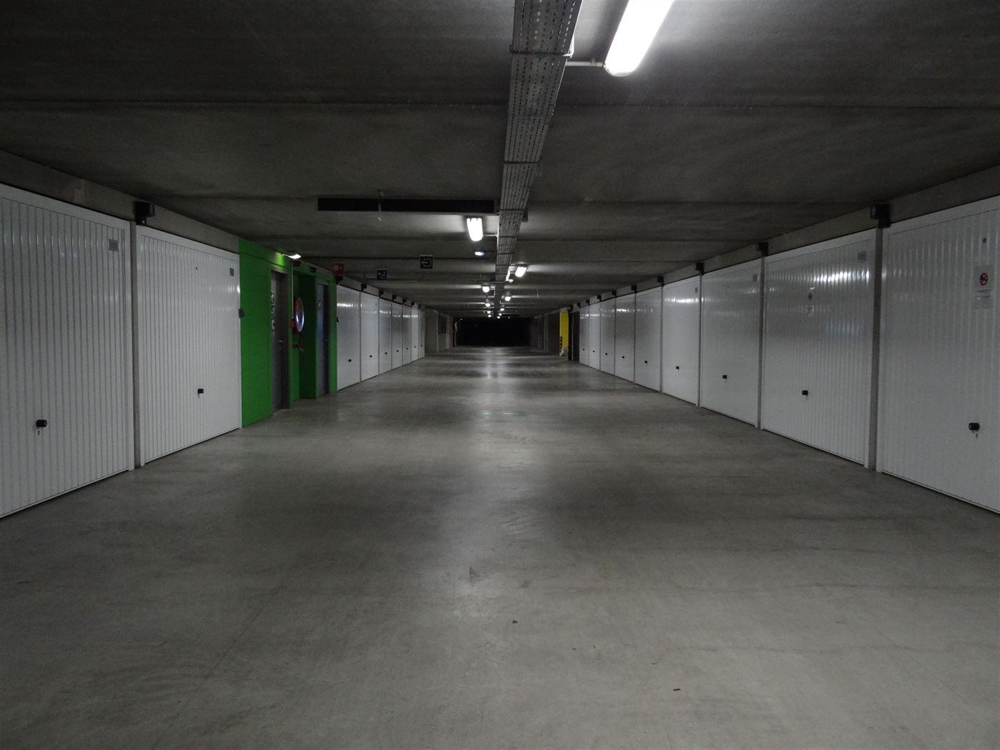 Garagecomplex Franslaan G1083 - Afgesloten garagebox in volle eigendom - Gelegen op niveau -1 van het garagecomplex - Afmetingen 2,88 x 5,65 m ...