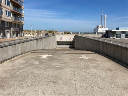 Complex de garage Loodswezenplein - Garage 1 gelegen op niveau -1 - Box fermé de 2,85 x 5m73 - Vente sous bail emphythéotique - Accès par la Lombar...