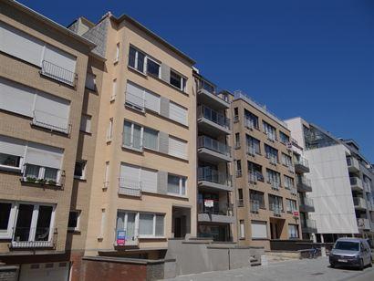 Res. Ter Duinen 0001 - Ruim appartement met drie slaapkamers op het gelijkvloers - Op enkele stappen van de kerk met de zee net om de hoek - Inkom met...
