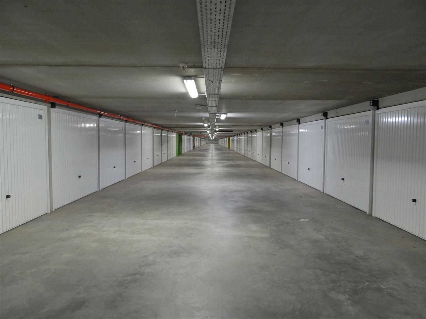 Garagecomplex Franslaan G2096 - Gesloten garagebox in de Franslaan - Gelegen op niveau -2 van het garagecomplex - Volle eigendom - Personenlift aanwez...
