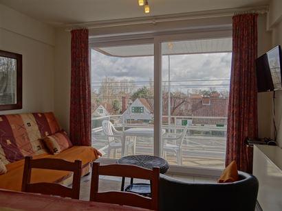 Res. Panorama B 0101 - Studio ensoleillé avec coin à dormir - Situé au premier étage, vue ouverte sur le quartier Simli - Hall d'entrée avec coin...