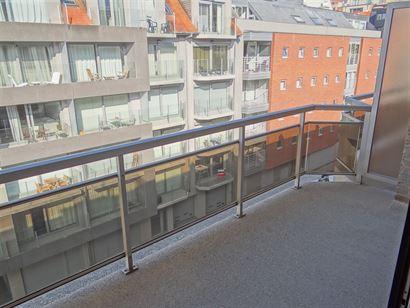 A LOUER A L'ANNEE - studio spacieux avec terrasse ensoleillée - situation central tout près des magasins - coin à dormir avec des lits superposé -...
