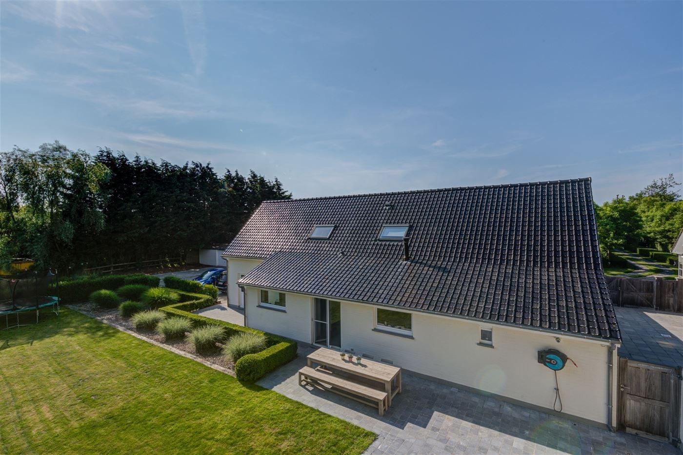 Villa Ten Bogaerde - Unieke woning met bijgebouwen, gelegen op een perceel van 8.700 m² - Uiterst goed gelegen aan de invalsweg van Koksijde - Vlotte...