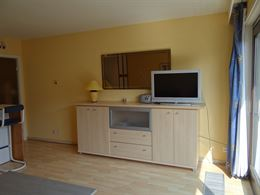 Res. De Drie Zeesteden 0401 - Zonnige studio met slaaphoek op de vierde verdieping - Goed gelegen in de winkelstraat - Inkom met slaaphoek (stapelbed)...
