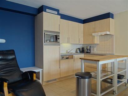 Apollo X F10.04.05 - Appartement en excellent état d'entretien, avec deux chambres à coucher - Vue latérale sur mer du quatrième étage - Hall d'e...