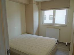 TE HUUR OP JAARBASIS - gemeubeld hoek appartement met 2 slaapkamers met recreatieruimte - living met zonneterras - ingerichte open keuken met elektris...