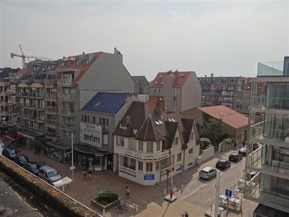 Res. Falstaff 0503 - Appartement ensoleillé avec trois chambres à coucher - Situé au 5ième étage dans la Goethalsstraat - Hall d'entreé avec toi...