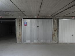 Hendrikaplein garage 150 - Afgesloten garagebox nummer 150 - Gelegen onder het Hendrikaplein op niveau -2 - Afmetingen: 2,80 x 5,40 m ...
