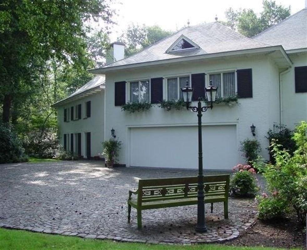 Foto 2 : Villa te 2970 's Gravenwezel (België) - Prijs € 995.000